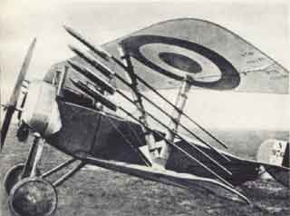 Nieuport 16 met Fusees Le Prieur raketten.