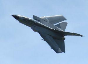 Tornado gevechtsvliegtuig op hoge snelheid